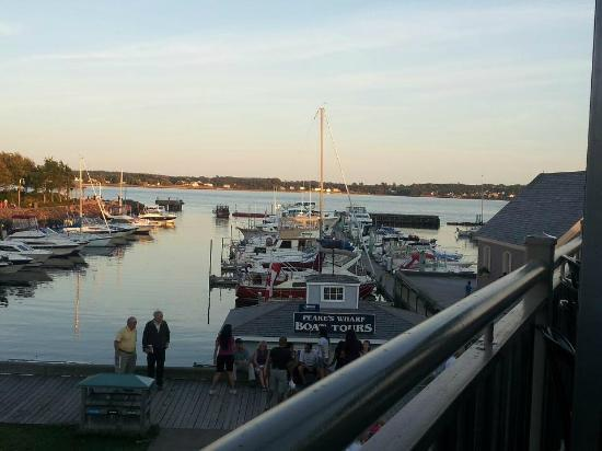 Peakes Quay Restaurant & Bar : sun set view from our table