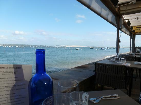 Pinasse Cafe: Dine de Pyla in the background