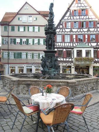 Tübingen, Almanya: 精美雕刻搭配古典噴泉,散發出杜賓根的浪漫氣息