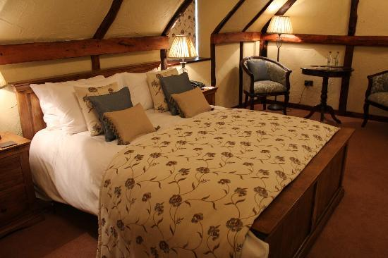 The Bird In Hand Country Inn: George III Suite