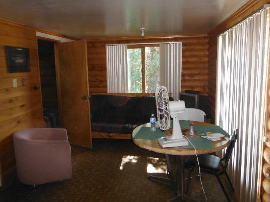Dog Lake Resort: living area