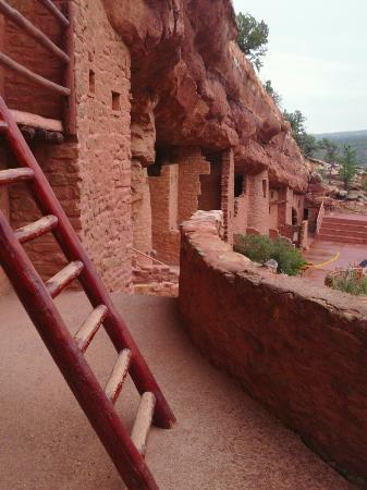Manitou Springs, Κολοράντο: View the dwellings as the Anasazi did