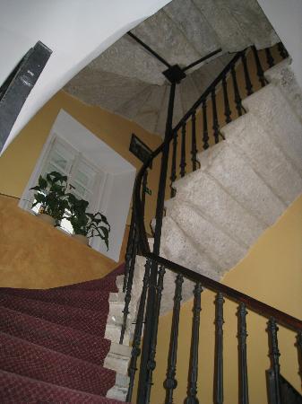 Hotel U Tri Bubnu: Long stair...