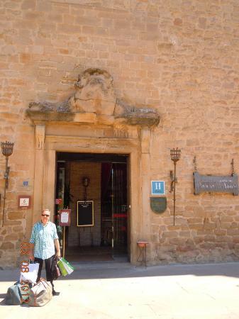 Parador de Olite: Portada entrada al Parador