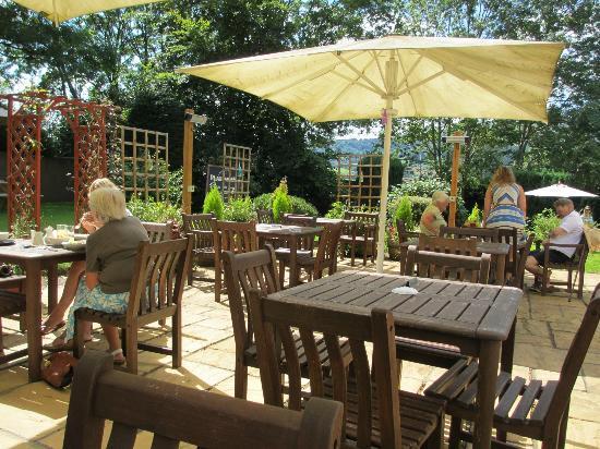 Plas Derwen: Garden Area