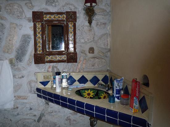 Lavamanos de talavera fuera del ba o picture of real for Bano fuera de servicio