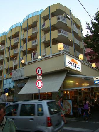Hotel Soleblu: hôtel depuis la rue