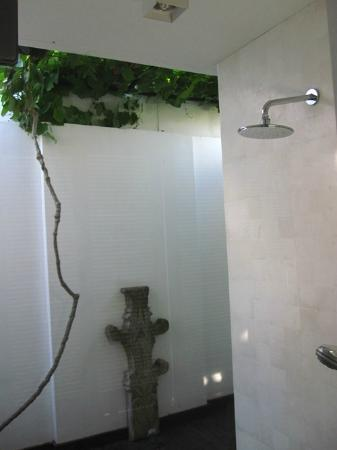 Anantara Vacation Club Bali Seminyak: Outdoor shower