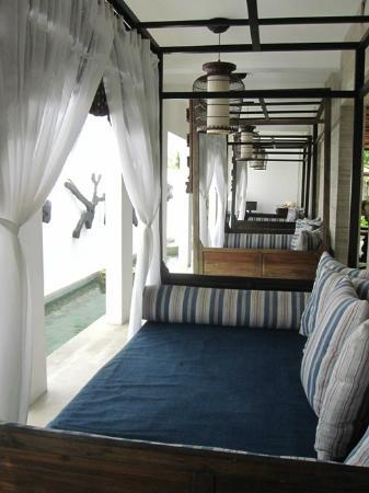 Anantara Vacation Club Bali Seminyak: Day bed near reception
