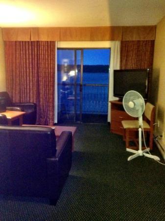 Blue Oyster Restaurant: Anchor Inn living room separate from bedroom