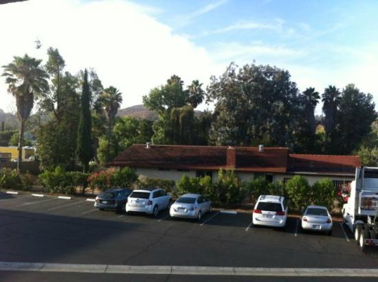 Best Western Poway/San Diego Hotel: Out the back of the hotel