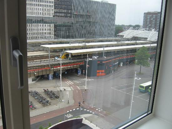 Ibis Leiden Centre: View of the train station from floor 6