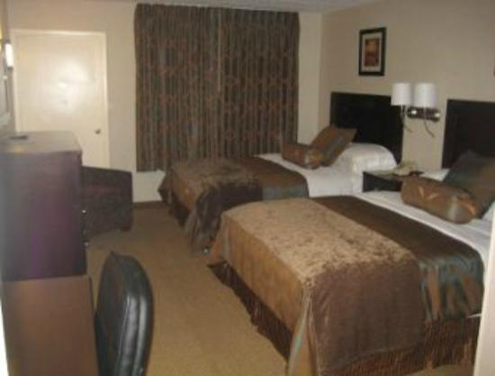 Ramada Rockville Centre: room
