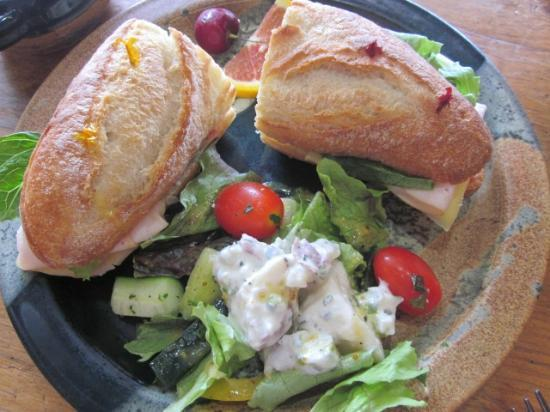 Apple Annie's Cafe : Turkey Sandwich with Homemade Potato Salad