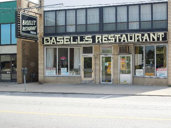 Basell's Restaurant & Tavern: Outside of Bassell's