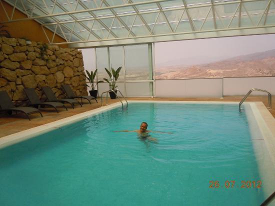 Detalle de la piscina agua salada picture of parador for Piscina agua salada madrid