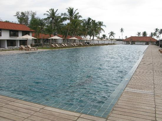 Jetwing Lagoon: The 100m pool