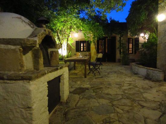 Apokryfo Traditional Houses: Exterior Archontiko courtyard