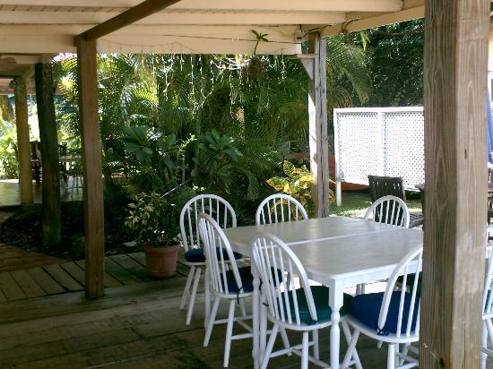 Jenny's Place: Dinning room right off the Beach