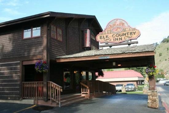 Elk Country Inn: Front check in area