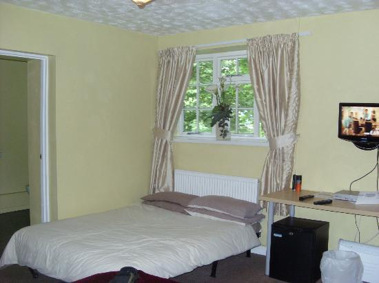 The Hollybush Inn and Restaurant : the spare bed