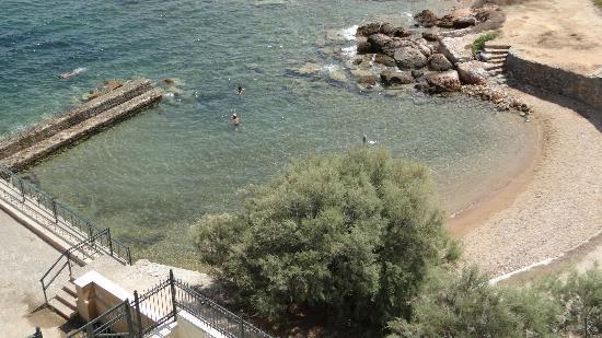 Aquamarina Hotel: Beach below the hotel