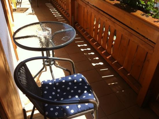 Hotel Garni Schaider: particolare della veranda