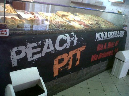 Peach Pit: locale take-way in cetro storico como per pasto veloce