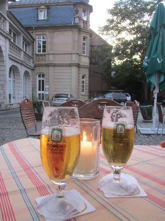Kolpinghaus Warsberger Hof : Enjoyed a beer after day sightseeing in hotel courtyard