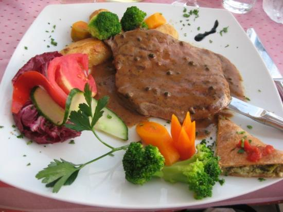 Sea Breeze Family Beach Hotel: peppered steak