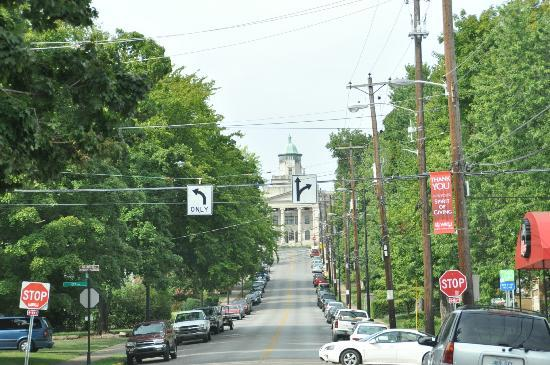 Western Kentucky University : Hill to the campus of WKSU