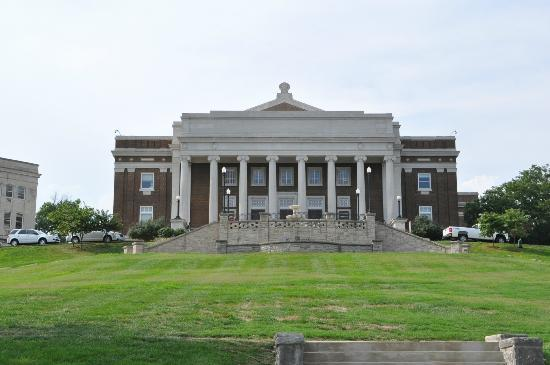 Western Kentucky University: Building on campus