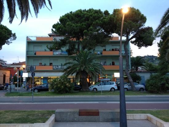 Hotel clorinda bewertungen fotos preisvergleich - Hotel giardino roseto degli abruzzi ...