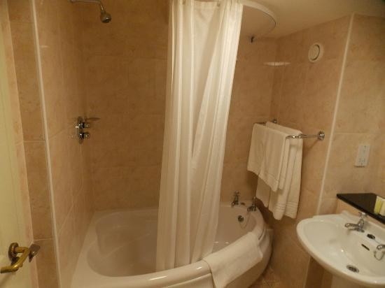 The Castlecourt Hotel: Bathroom, with oval bath and shower in bath
