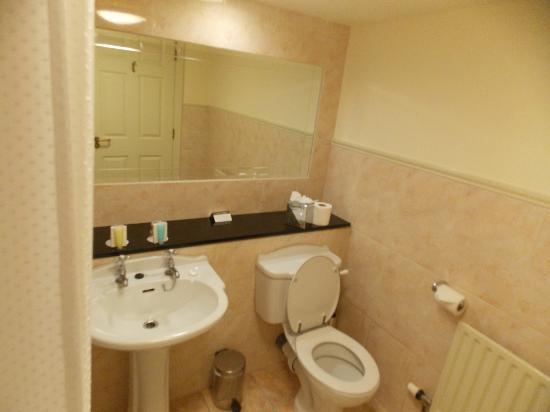 The Castlecourt Hotel: Bathroom