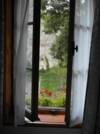 B&B A La Decouverte: View from room's French windows