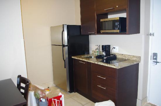 Holiday Inn Resort Daytona Beach Oceanfront: Nice Kitchen Area in Oceanview Room