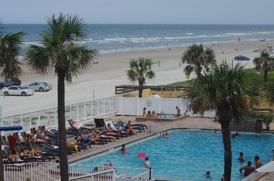 Holiday Inn Resort Daytona Beach Oceanfront: View of Pool from 3rd Floor Balcony