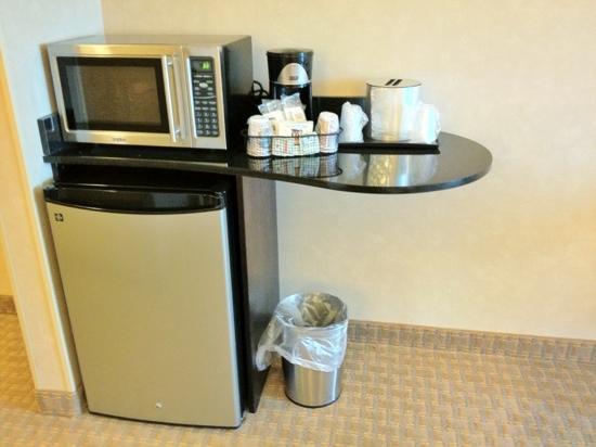 Comfort Suites Bentonville: microwave & fridge