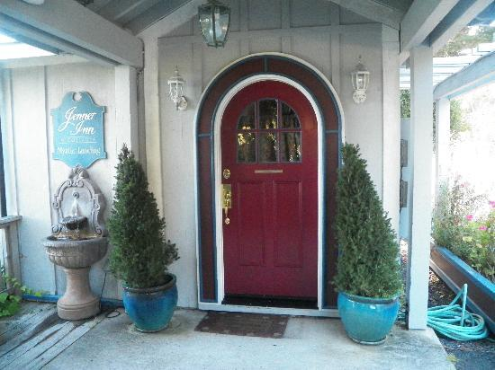 The Jenner Inn: Our front door area.. we stayed in the Lancelot room