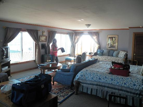 The Jenner Inn: Our beautiful living area and view of the Russian River..