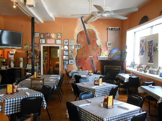Richard's Louisiana Cafe: Dining room