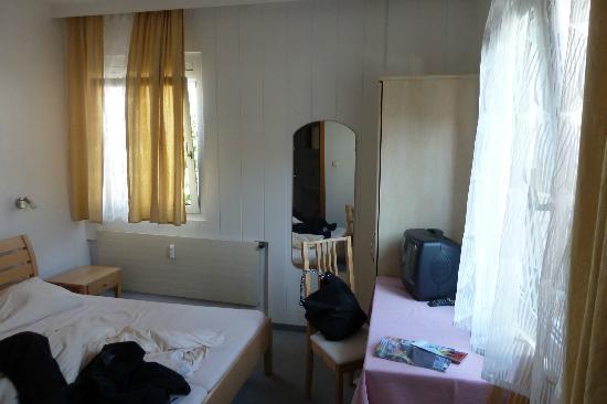 Hotel Garni Helvetia: The room