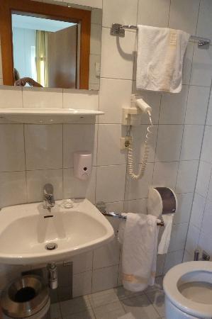 Hotel Garni Helvetia: Bathroom
