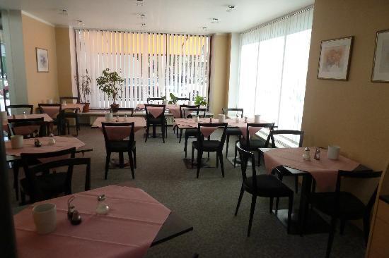 Hotel Garni Helvetia: Breakfast room