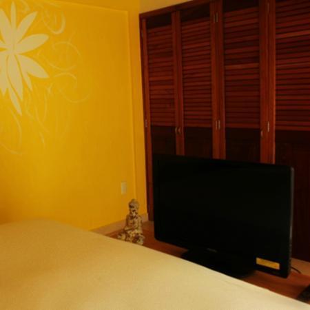 Olas Altas Suites: Flat-screen TV in all bedrooms