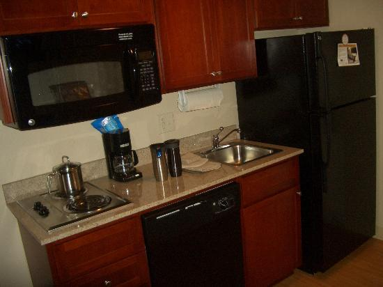Candlewood Suites Cheyenne : The kitchenette