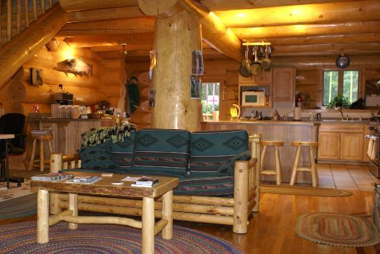 Bob's Cabin & Guide Service: Common area room