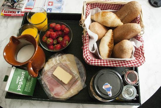 The Vondelpark Suites: tasty breakfast with warm croissants-love it !