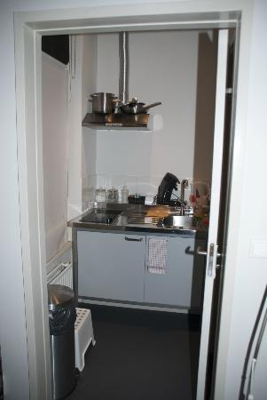 The Vondelpark Suites: The east room-kitchen corner